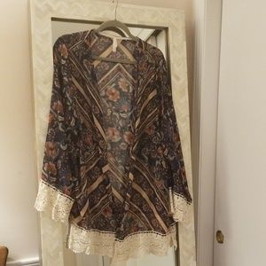 Sheer short kimono with lace edging